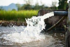灌溉水和农厂概念 库存图片