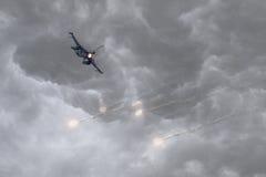 火光军事喷气机生火  免版税库存照片