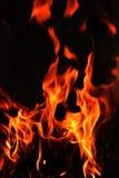 火发火焰在黑背景的特写镜头 库存图片