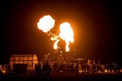 火呼吸的章鱼El在灼烧的人的Pulpo Mechanico 2015年 免版税图库摄影