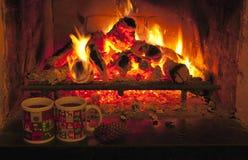 火和两个杯子 免版税库存图片