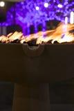 火和圣诞灯 库存照片