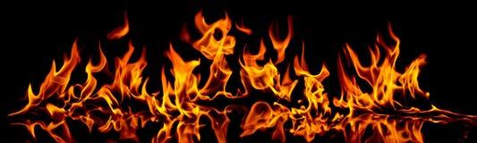火和火焰。 免版税库存照片
