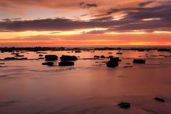 火和水在平底船海湾 免版税库存照片