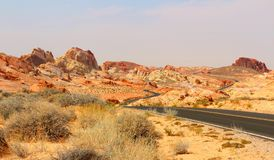 火国家公园谷以壮观的红砂岩尖顶、曲拱和其他岩层为特色 火国家公园谷, 库存图片