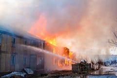火在房子里 库存图片