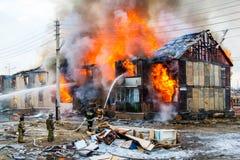火在房子里 图库摄影