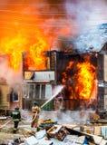 火在房子里 免版税图库摄影