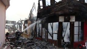火在木房子里 影视素材