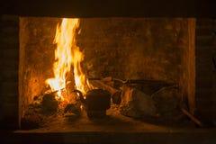 火壁炉传统水壶冬时 免版税库存照片
