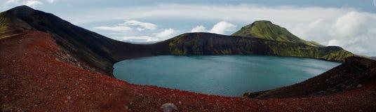 火山冰岛湖的全景 免版税库存照片