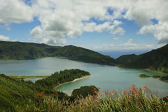 火山口圣地米格尔isla的火山湖惊人的风景视图  图库摄影