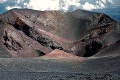 火山口在埃特纳火山 免版税库存照片