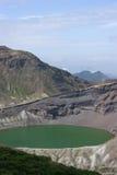 火山口日本湖okama zao 免版税图库摄影