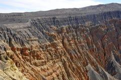 火山口横向岩石 免版税库存图片