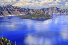 火山口海岛湖俄勒冈反映向导 免版税库存图片