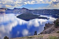 火山口海岛湖俄勒冈反映向导 免版税图库摄影