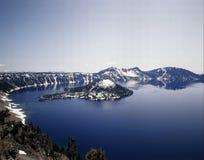 火山口海岛湖向导 免版税库存照片
