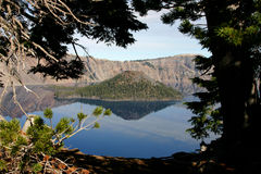 火山口海岛湖向导 库存图片