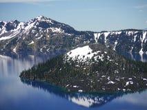 火山口海岛湖向导 免版税图库摄影