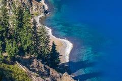 火山口湖国家公园,俄勒冈,美国边缘的风景看法  免版税库存图片