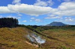 火山口湖月亮新的taupo西兰 免版税库存图片