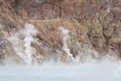 火山口湖蒸汽 免版税图库摄影
