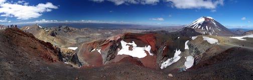火山口红色tongariro 库存照片