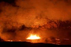 火山口活跃Kilauea火山的熔岩湖在大岛,夏威夷 免版税库存图片