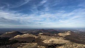 火山在奥韦涅,断层块中央 库存照片