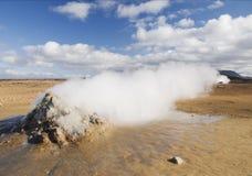 火山地热冰岛横向蒸汽的出气孔 免版税库存照片