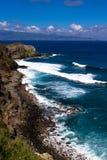 火山岩、海浪和大海在毛伊coaset 图库摄影