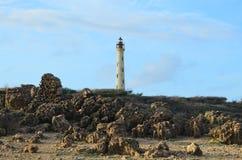 火山岩在加利福尼亚灯塔的Noord阿鲁巴 免版税库存照片