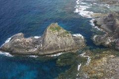 火山岩石的海运 图库摄影