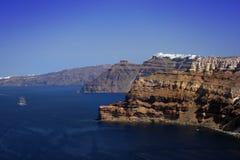 火山峭壁的santorini 免版税图库摄影