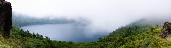 火山日本的湖 库存照片