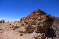 火山沙子、岩石和地面脊椎山  免版税库存照片
