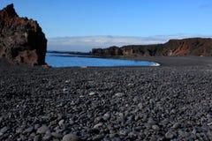 火山海滩的小卵石 库存照片