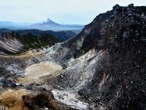 火山火山口在苏门答腊 库存图片