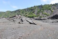 火山火山口岩石裂痕 免版税库存照片