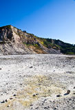 火山火山口的硫质喷气孔 图库摄影