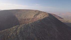 火山火山口的鸟瞰图 影视素材