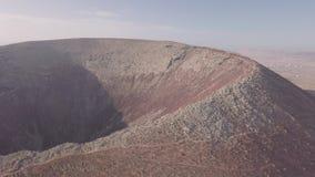 火山火山口的鸟瞰图 股票录像