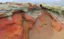 火山火山口红色熔岩岩石 库存图片