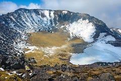 火山火山口hallasan的山 免版税库存照片