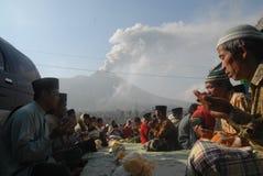 火山爆发损伤补救 免版税库存图片