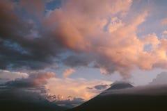 火山的太阳设置了II 库存图片