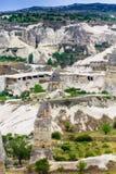 火山的山在Goreme国家公园 cappadocia 免版税图库摄影