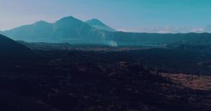 火山的岩石风景鸟瞰图在巴厘岛 股票录像