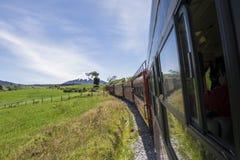 火山的旅游火车在厄瓜多尔 免版税库存照片
